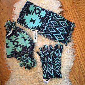 Nwt Old Navy scarf hat gloves size medium girls